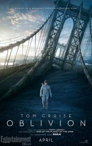 Cartaz do filme Oblivion. Mostra Jack Harper (Tom Cruise caminhando pela Terra parcialmente destruída. Fonte: Divulgação/Reprodução