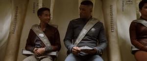 Kitai Raige (Jaden Smith)  e o pai, general Cypher Raige (Will Smith) mantém uma relação complicada entre pai e filho adolescente. Fonte: Reprodução/Divulgação